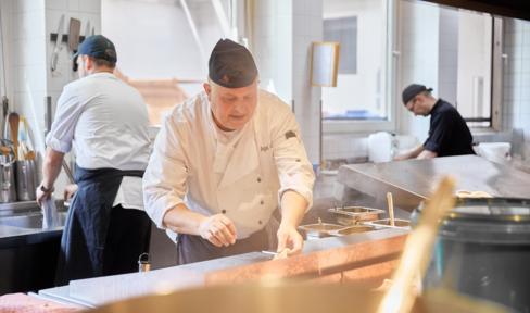 Angelo in der Küche